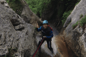 Stage apprentissage canyoning à Annecy